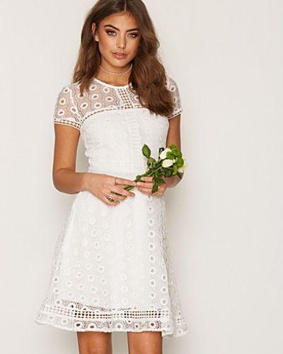 Klänning Graduation Dress från NLY Trend