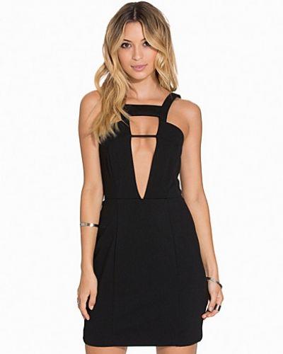 Till dam från Aq Aq, en svart miniklänning.