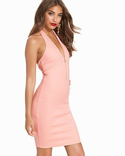 Till dam från NLY One, en rosa fodralklänning.