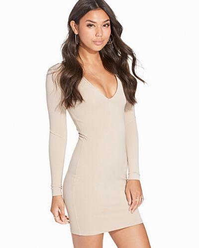 Heavy Plunge Dress NLY Trend fodralklänning till dam.