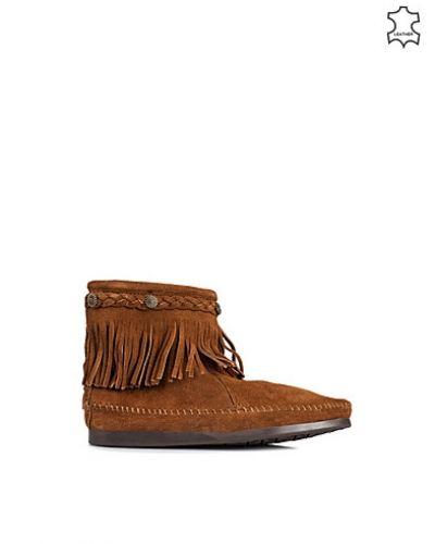 Brun sneakers från Minnetonka till dam.