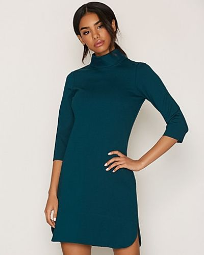 Klänning High Collar Shift Dress från Closet