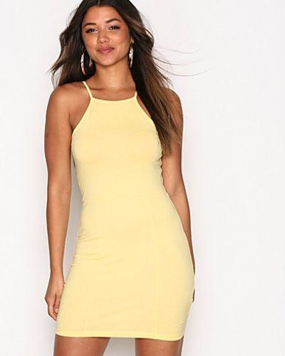 Fodralklänning High neckline dress från NLY Trend