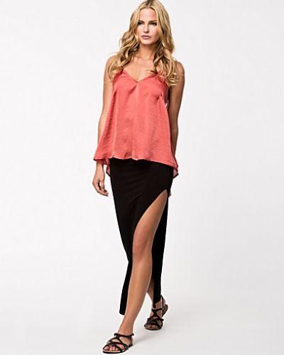 Till tjej från NLY Trend, en svart långkjol.