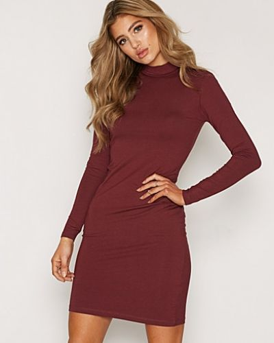 Till dam från Sisters Point, en röd klänning.