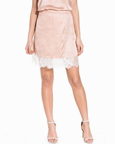 Minikjol från NLY Trend till kvinna.