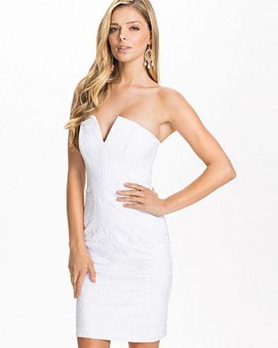 Till dam från Miss Selfridge, en vit bandeauklänning.