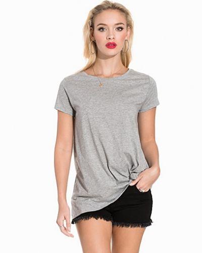 Grå t-shirts från Jacqueline de Yong till dam.