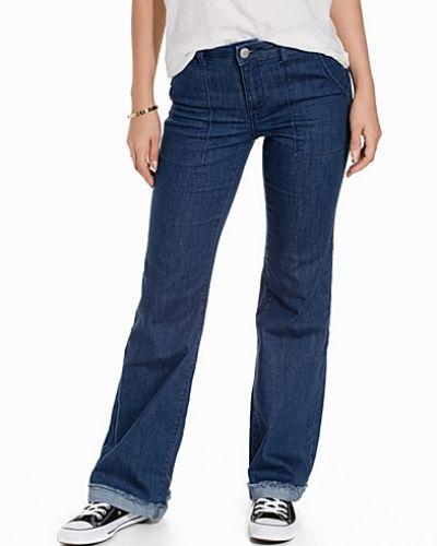Bootcut jeans JDYSAGA FLARED JEANS DNM från Jacqueline de Yong