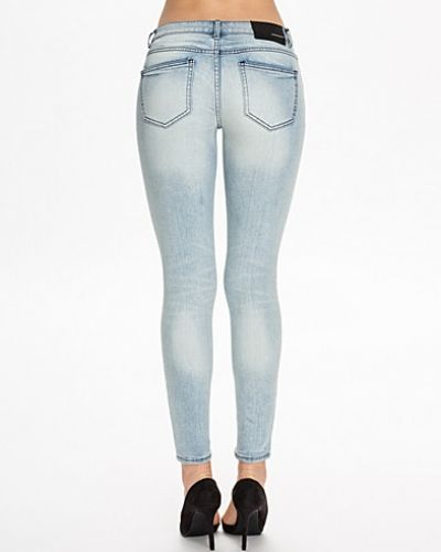 Till dam från BLK DNM, en blå slim fit jeans.
