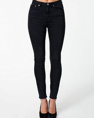 Slim fit jeans från BLK DNM till dam.