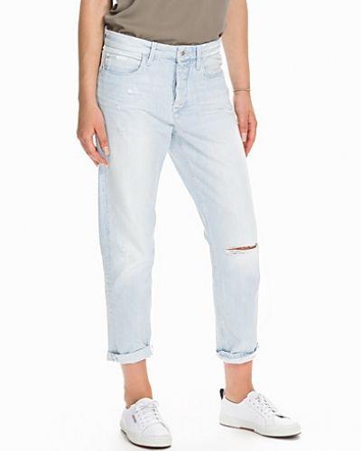 Boyfriend jeans från Calvin Klein Jeans till tjej.