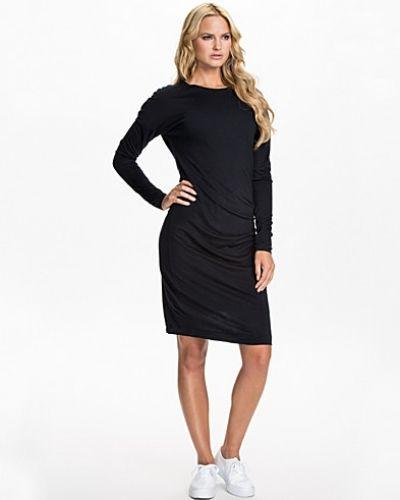 Jerseyklänning Jersey Drape Dress från Filippa K