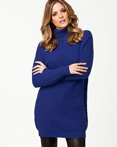 Kelly Long Knit JUST FEMALE stickade tröja till dam.