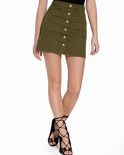 Till kvinna från Miss Selfridge, en grön minikjol.