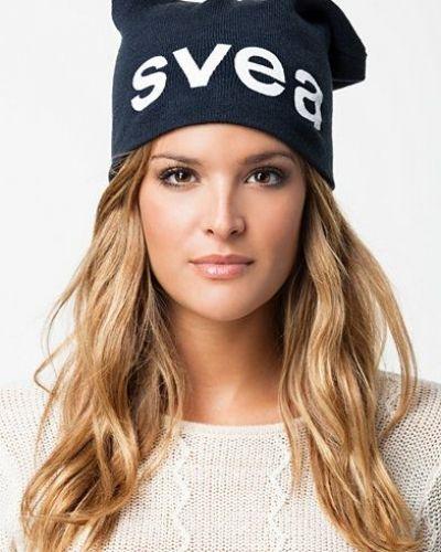 Till dam från Svea, en blå huvudbonad.