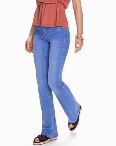 Till tjejer från New Look, en bootcut jeans.