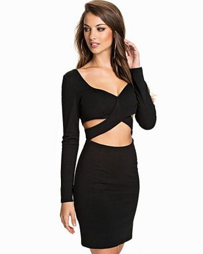Glamorous långärmad klänning till dam.