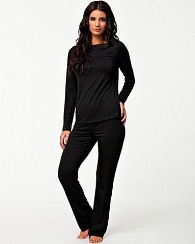 Till dam från Calvin Klein, en svart pyjamas.