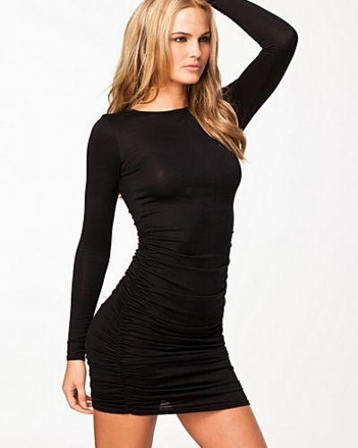 långärmad tajt klänning