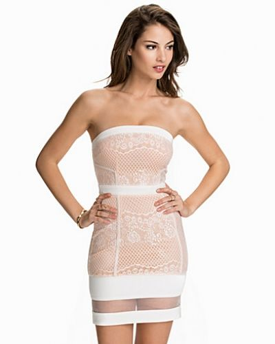 Bandeauklänning Lace Bandeau Dress från Club L