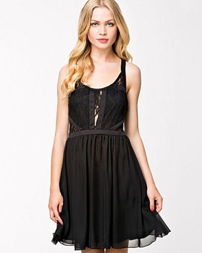 Jeane Blush klänning till dam.