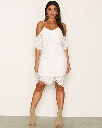 Lace Dreamy Dress Ax Paris fodralklänning till dam.