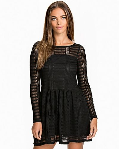 Klänning Lace Drop Waist Dress från NLY Trend