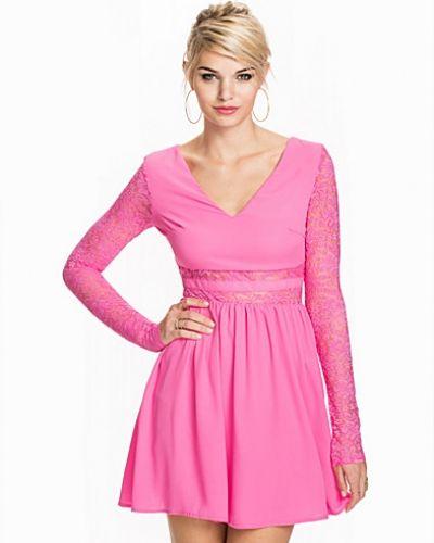 Lace Midriff Dress NLY Trend långärmad klänning till dam.