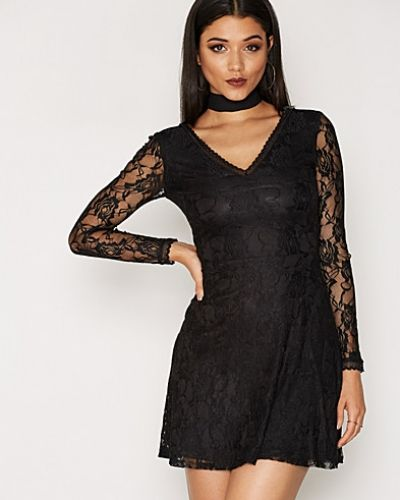 Klänning Lace Skater Dress från NLY One