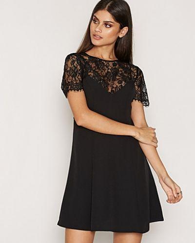 Till dam från Miss Selfridge, en svart klänning.