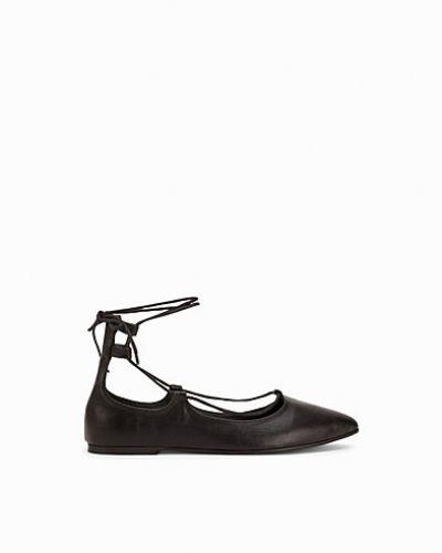 Till dam från Nly Shoes, en svart loafers.