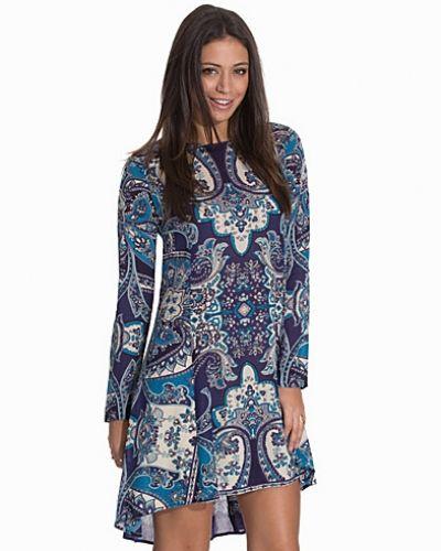 Långärmad klänning Lacing Back Dress från NLY Trend