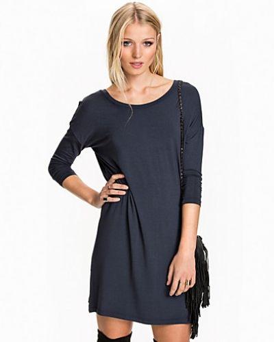 Blå långärmad klänning från mbyM till dam.