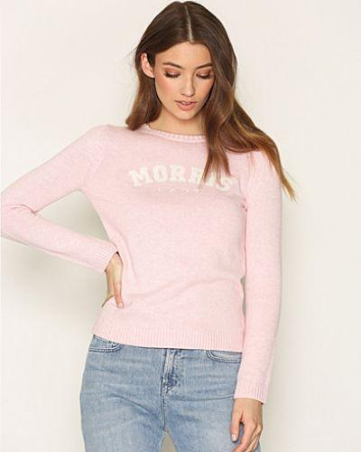 Till dam från Morris, en rosa stickade tröja.
