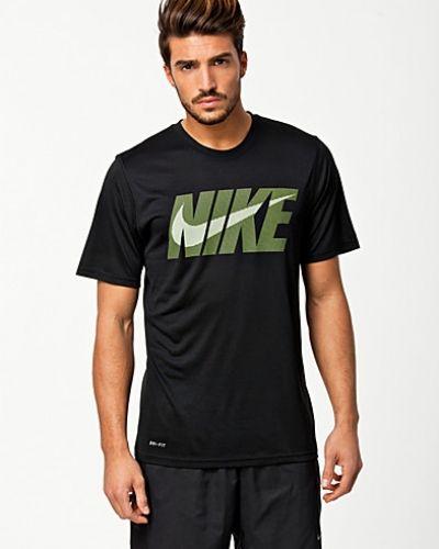 Nike Legend SS Swoosh. Traningstrojor håller hög kvalitet.