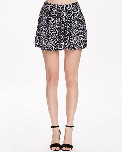 Leo Print Shorts NLY Blush shorts till dam.