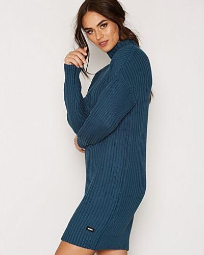 Till dam från Dr Denim, en blå stickade tröja.