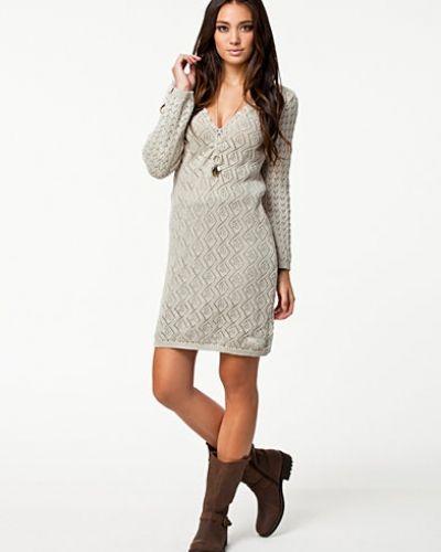 Klänning Lessperate Dress från Odd Molly