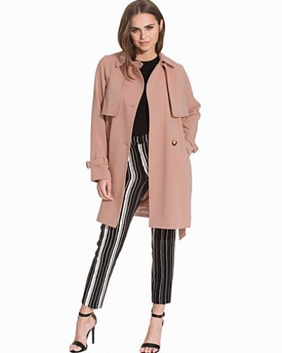 Till dam från Topshop, en rosa kappa.