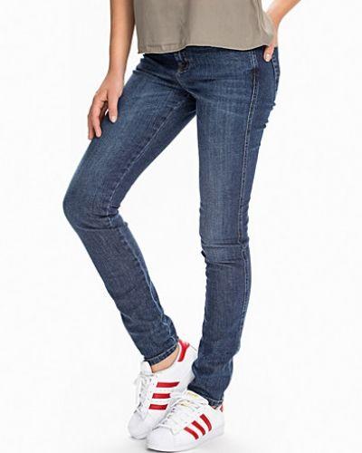 Lola Mid-Dark Wash Filippa K slim fit jeans till dam. 82f0e6e27a04d