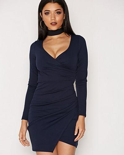 Till dam från NLY One, en blå långärmad klänning.