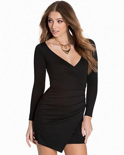 Till dam från NLY One, en svart långärmad klänning.