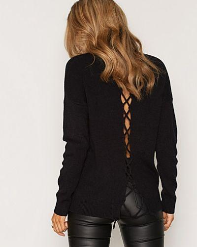 Till dam från NLY Trend, en svart polotröja.