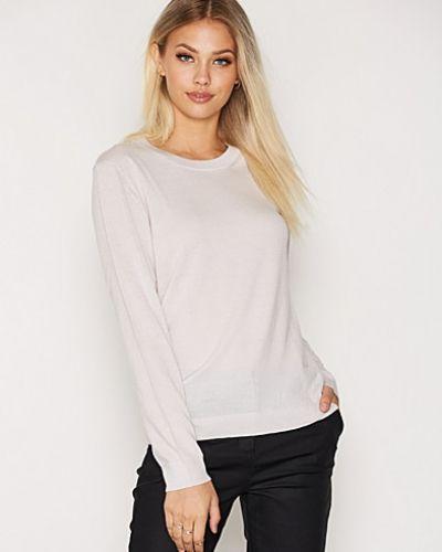 Till dam från Dagmar, en grå stickade tröja.
