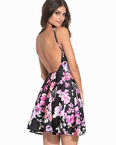 Till dam från NLY One, en flerfärgad klänning.
