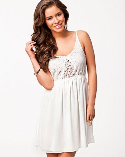Lowe Dress Jeane Blush studentklänning till tjejer.
