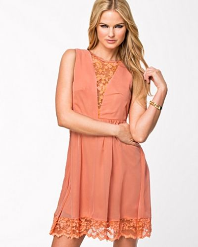 Orange festklänning från Jeane Blush till dam.