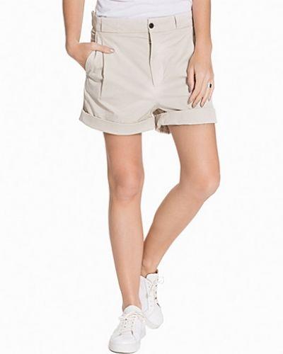 Till dam från Hope, en vit shorts.