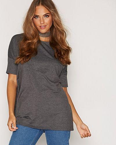 Till dam från New Look, en grå t-shirts.